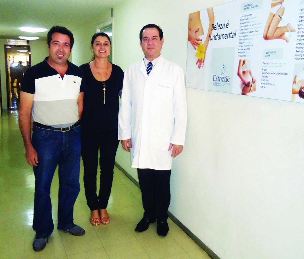 Os diretores Robson Rajão e Cláudia Tanure ladeando Dr. Jorge Menezes Ceo da Esthetic Care